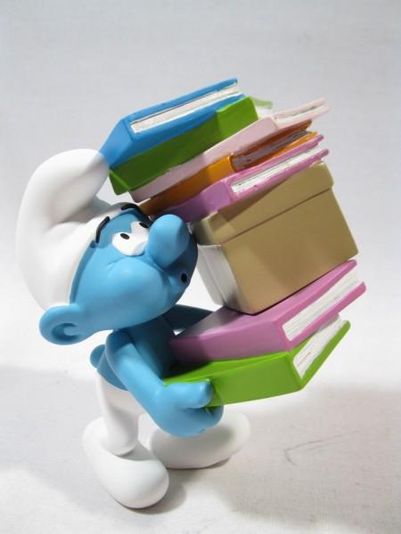 Kunstharz Schlumpf mit Bücher Plastoy resin smurf puffi p180